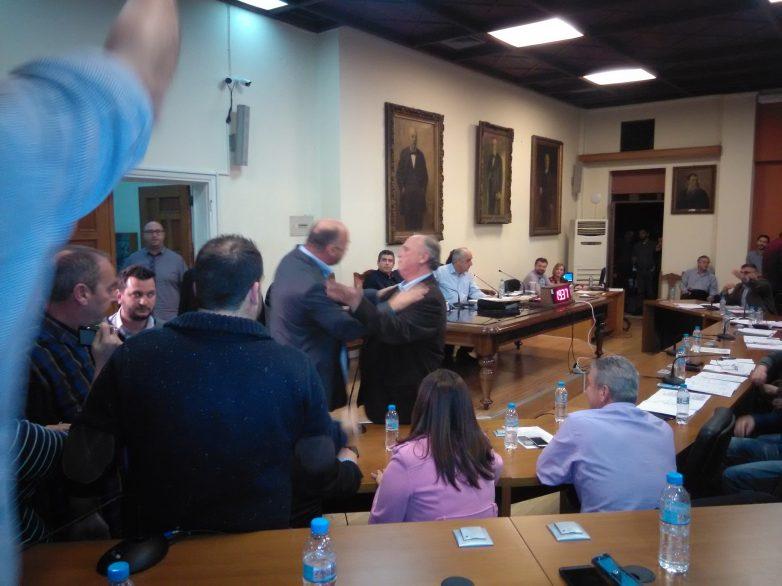 Άνω-κάτω έγινε η συνεδρίαση του Δημοτικού Συμβουλίου Βόλου
