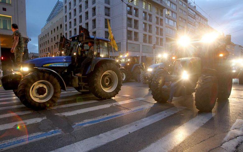 Αγρότες: Συνελεύσεις, μπλόκα και κλειστά τελωνεία