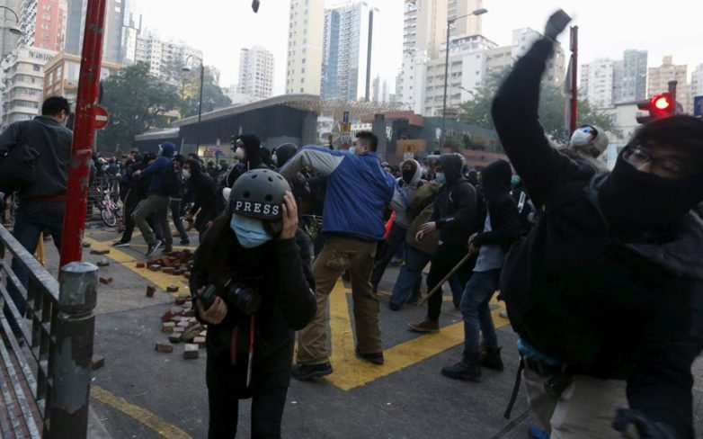 Χονγκ Κονγκ: Συγκρούσεις αστυνομικών με διαδηλωτές την Κινεζική Πρωτοχρονιά