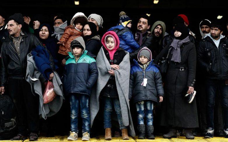 Χαοτική η κατάσταση στην Ειδομένη, χιλιάδες πρόσφυγες στον Πειραιά