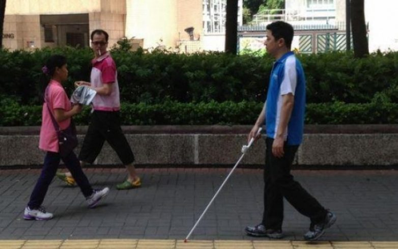 Απαιτούνται άμεσες λύσεις στα καθημερινά προβλήματα που αντιμετωπίζουν οι τυφλοί και τα άτομα με προβλήματα όρασης κατά τις τραπεζικές τους συναλλαγές
