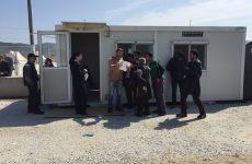 Σε φορείς και υπηρεσίες να απευθύνονται όσοι θέλουν να βοηθήσουν μετανάστες