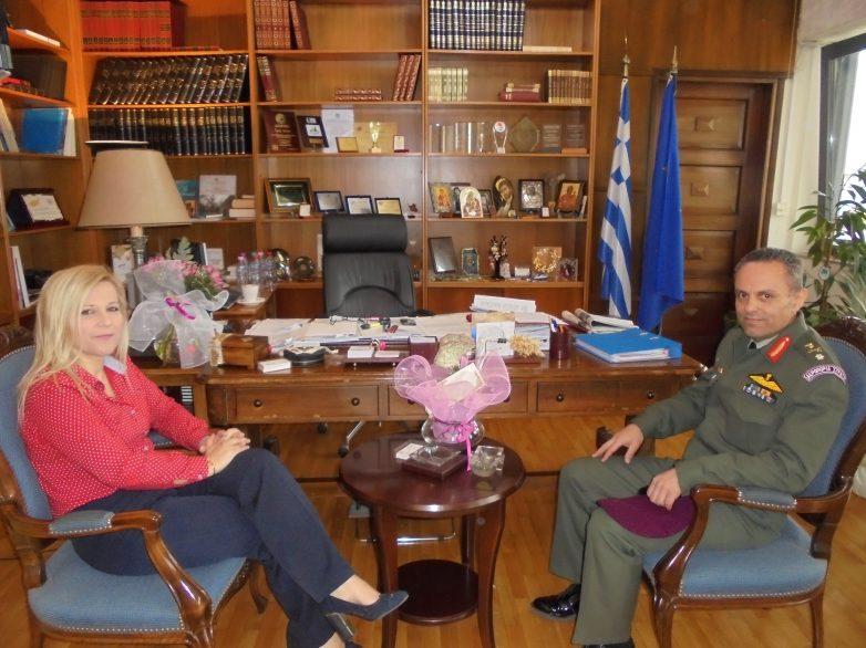 Εθιμοτυπική επίσκεψη του νέου διοικητή  της 1ης ΤΑΞΑΣ στην αντιπεριφερειάρχη Μαγνησίας