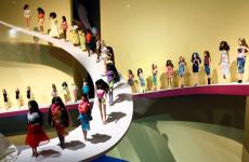 Μεγάλη έκθεση στο Παρίσι, αφιερωμένη στην κούκλα της μόδας Barbie