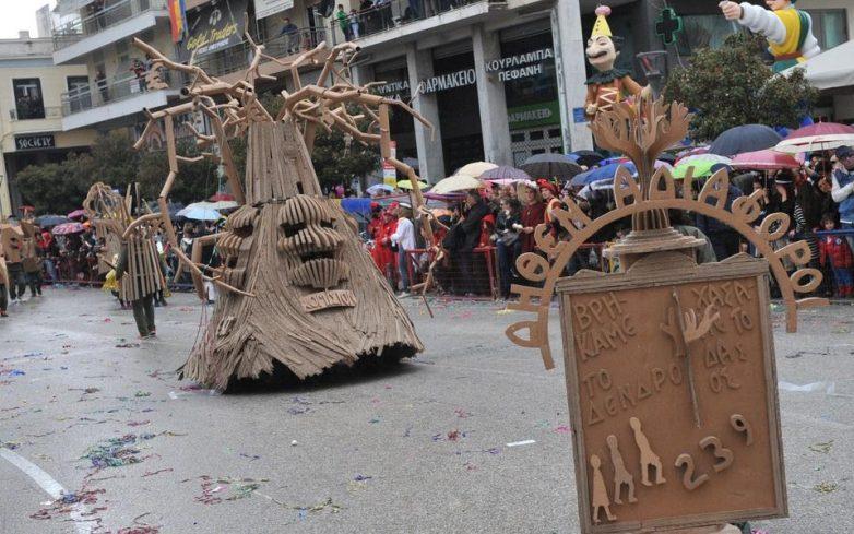 Πάτρα: Αποκριάτικη παρέλαση υπό βροχή