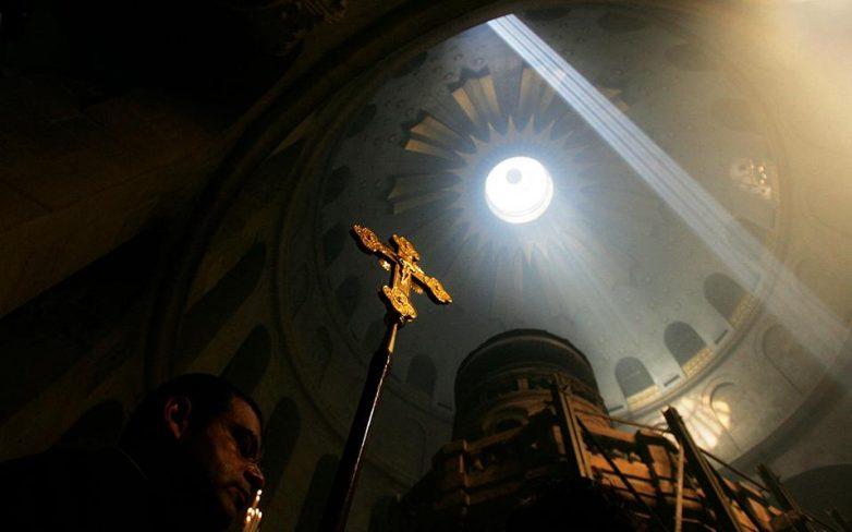 Στα Ιεροσόλυμα το πρωί του Σαββάτου η ελληνική αντιπροσωπεία για την Τελετή Αφής του Αγίου Φωτός