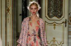 Στιλάτα φλοράλ φορέματα για την άνοιξη