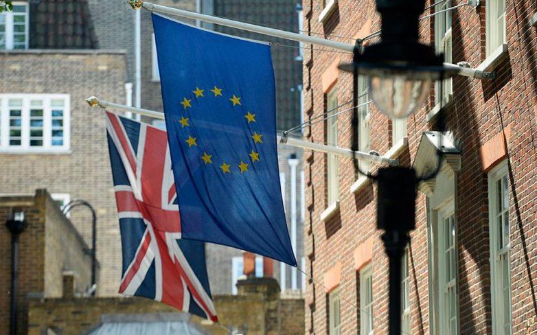Βρετανία: Η κυβέρνηση συμφώνησε να εγγραφεί στον νόμο η ημερομηνία του Brexit