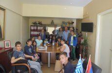 Επίσκεψη μαθητών στο Δήμο για τη Χάρτα του Ρήγα