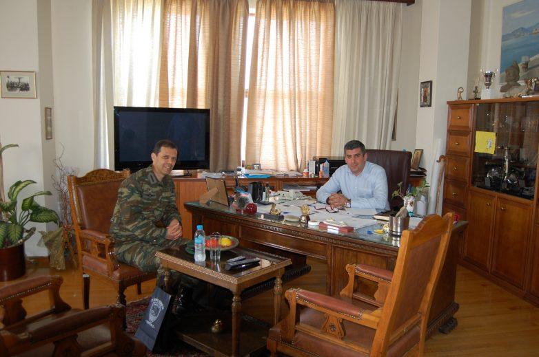Επίσκεψη Ταξιάρχου 32 ΤΑΞ/ΠΝ στον Δήμο Βόλου