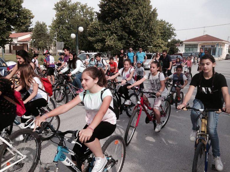 Ποδηλατοπορεία στο Βόλο κατά της καύσης σκουπιδιών