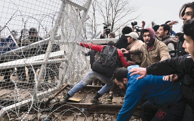 Ειδομένη: Διαμαρτυρία προσφύγων μπροστά στον φράχτη Ελλάδας-ΠΓΔΜ