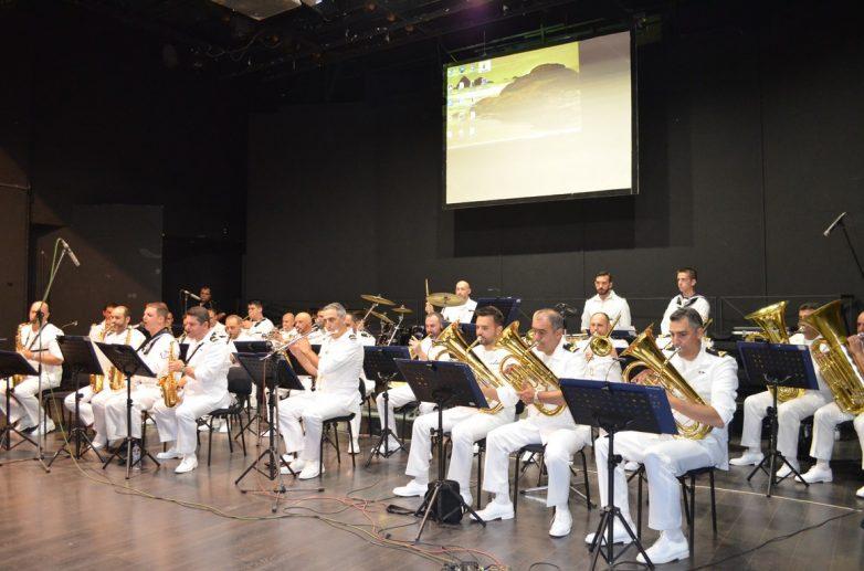 Εντυπωσίασε η Μπάντα του Πολεμικού Ναυτικού στη Λάρισα