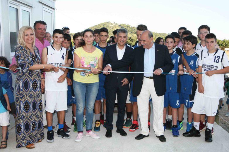 Εγκαινιάστηκε από τον περιφερειάρχη Θεσσαλίας το κλειστό γυμναστήριο στη Σκιάθο