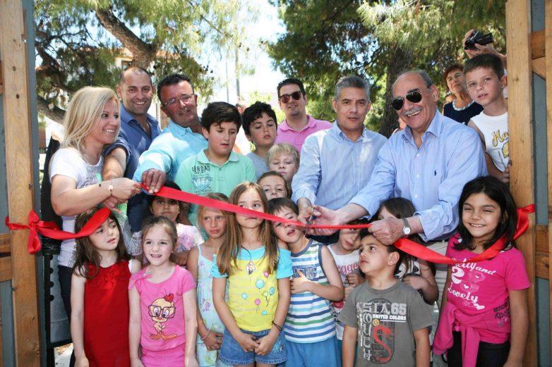 Εγκαινιάστηκε από τον περιφερειάρχη η νέα πλατεία και η παιδική χαρά στην Αγ. Τριάδα Σκιάθου
