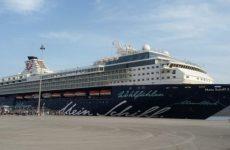 """Στο Βολιώτικο λιμάνι  το κρουαζιερόπλοιο """"Mein Schiff 2"""""""