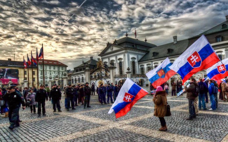 Σλοβακία: Υπογραφές για δημοψήφισμα εξόδου από την Ε.Ε. συλλέγει η ακροδεξιά