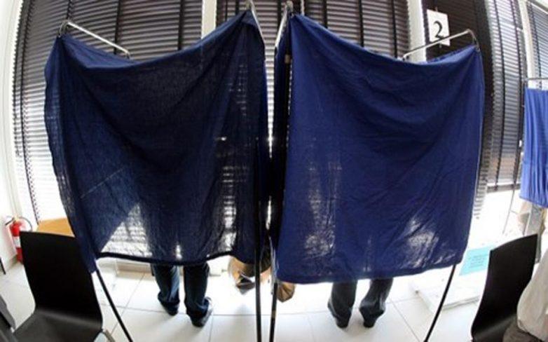 Το «διπλό παιχνίδι» με τον εκλογικό νόμο