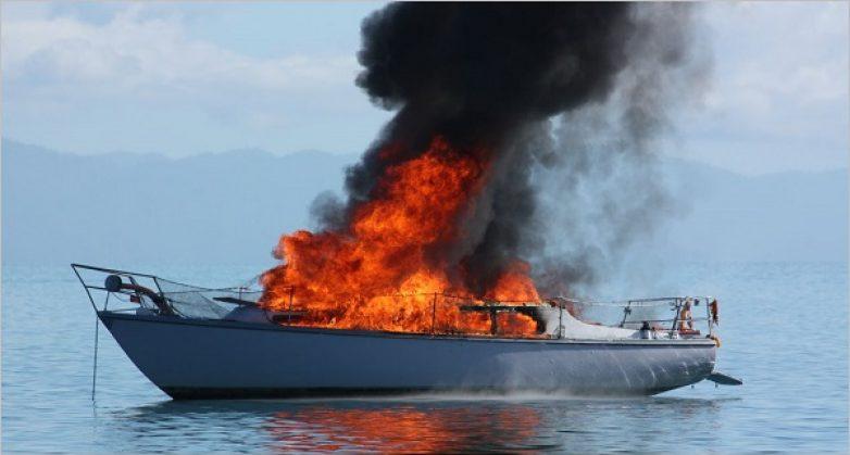 Φωτιά από άγνωστη αιτία  σε σκάφος στην Κριθαριά