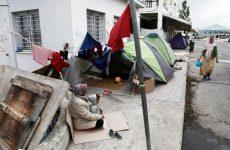 Νέα ένταση στη Λέσβο – Πρόσφυγες προσπάθησαν να στήσουν σκηνές στην πλατεία Σαπφούς