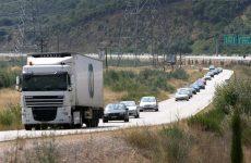 Κυκλοφοριακή συμφόρηση στην Αθηνών – Λαμίας λόγω ανατροπής νταλίκας