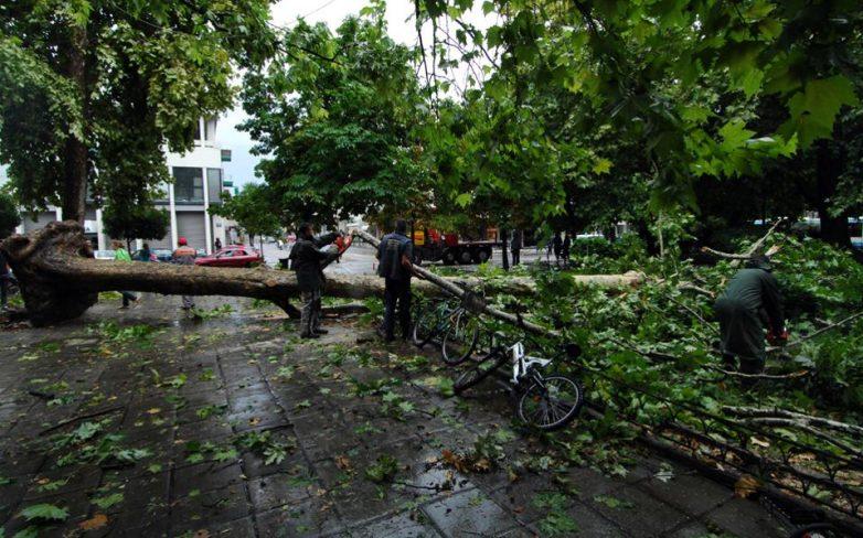 Ζημιές από ισχυρότατη καταιγίδα στη Β. Ελλάδα