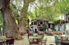 Αποκατάσταση λιθόστρωτου καλντεριμιού στην πλατεία της Βυζίτσας