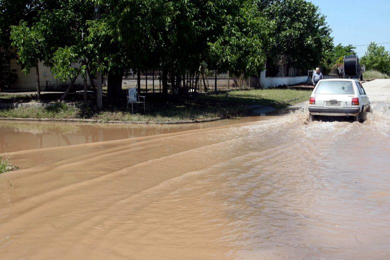 Τέσσερις νεκροί, μία αγνοούμενη, εκατοντάδες πλημμυρισμένα σπίτια από την κακοκαιρία