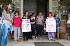 Παράσταση διαμαρτυρίας από Δημοκρατικό  Σύλλογο  Γυναικών και  ΠΑΜΕ Μαγνησίας