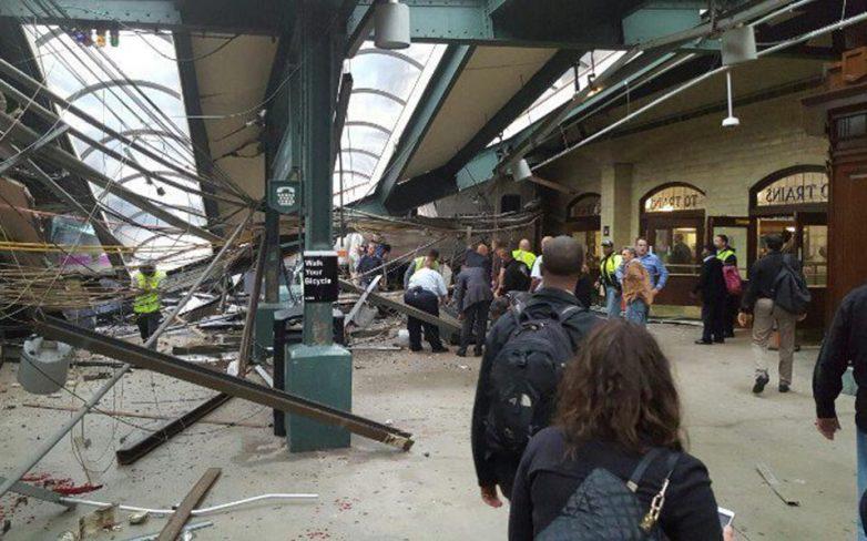 Μία νεκρή και δεκάδες τραυματίες από την πρόσκρουση τρένου σε σταθμό του Νιου Τζέρσεϊ