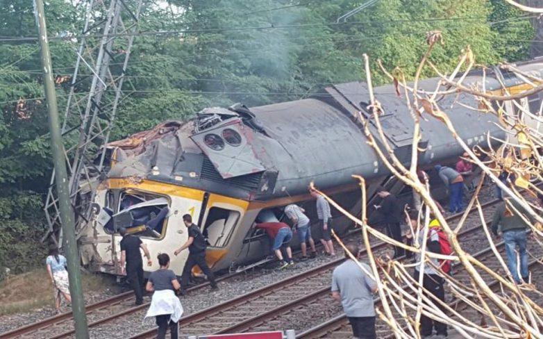 Ισπανία: Τουλάχιστον δύο νεκροί από εκτροχιασμό τρένου στη Γαλικία