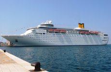 """Το κρουαζιερόπλοιο """"Costa Neoclassica"""" στο Βόλο"""