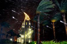 Την ακτή της Φλόριντα «χτυπά» ο τυφώνας «Μάθιου» – Τουλάχιστον 842 νεκροί στην Αϊτή