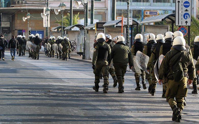 Ένταση μεταξύ ΜΑΤ και διαδηλωτών – Τραυματίστηκε αστυνομικός