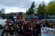 Πορεία μαθητών  Λυκείων στους δρόμους με σταθμό το Δημαρχείο Βόλου