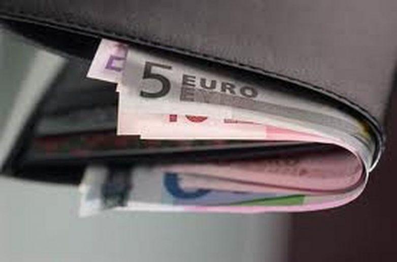 Φοιτήτρια παρέδωσε πορτοφόλι