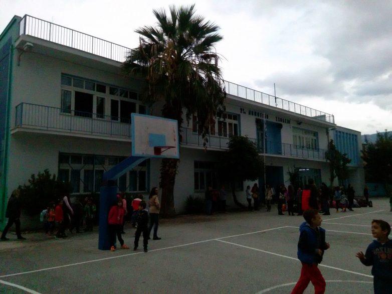 Bαψίματα  σχολικών κτηρίων στο Βόλο