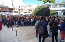 Διαμαρτυρία μετά  μουσικής από μαθητές του μουσικού σχολείου