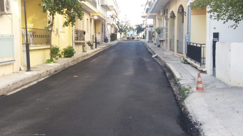 Αποκαταστάσεις σε δρόμους και φωτιστικά από τις υπηρεσίες του Δήμου Βόλου