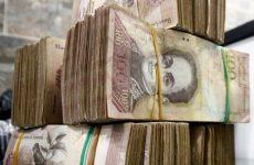 Ο Μαδούρο αποσύρει το χαρτονόμισμα των 100 μπολιβάρ