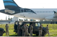 Μάλτα: Απελευθερώθηκαν οι πρώτοι 65 επιβάτες από το λιβυκό αεροσκάφος που τελεί υπό αεροπειρατεία