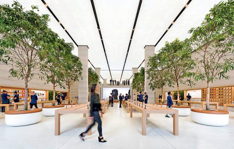 Στην «πλατεία» της Apple στο Λονδίνο