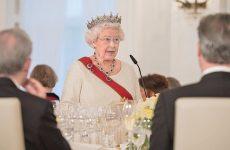 «Πολύ άρρωστη» η Βασίλισσα Ελισάβετ για να παραστεί στη χριστουγεννιάτικη λειτουργία