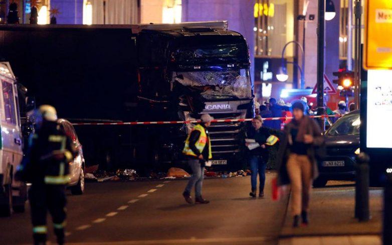 Βερολίνο: Εννέα νεκροί και τουλάχιστον 50 τραυματίες – Φορτηγό έπεσε σε πλήθος ατόμων σε χριστουγεννιάτικη αγορά