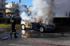 Φωτιά  σε  εν κινήσει αυτοκίνητο στην ΠΑΘΕ