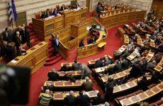 «Αγκάθι» στην επερχόμενη ψηφοφορία στη Βουλή τα 15 έτη