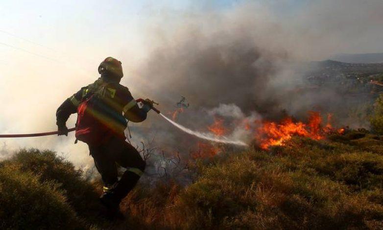 Φωτιά στον Αγ. Γεώργιο Νηλείας έκαψε αυτοκίνητο και ξερά χόρτα