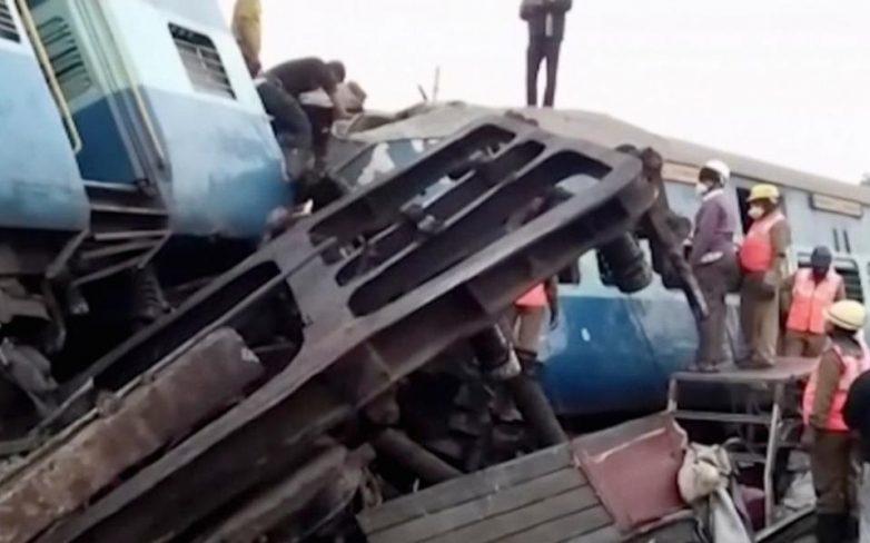 Ινδία: Τουλάχιστον 32 νεκροί και 50 τραυματίες από εκτροχιασμό τρένου