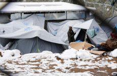 Πλοίο του Πολεμικού Ναυτικού στη Λέσβο για φιλοξενία προσφύγων που πλήττονται από τον χιονιά
