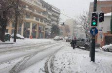 Καλά κρατεί ο χιονιάς στη Μαγνησία